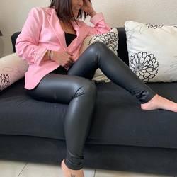 Friday mood 💕, cool chic aujourd'hui avec ce blaser en coton, et le legging effet cuir mat.... #papilhome #fryday #lookdujour #blaser #legging #chicmood #www.papilhome.com #boutiqueenligne #gujanmestras #bassindarcachon