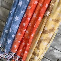 Toutes mignonnes les petites étoles 💙🧡💛... Motifs étoiles, toutes légères, idéales pour la saison.... On adore les couleurs printanières 💙🧡💛... #papilhome #dressingroom #étoles #mood #fringues #venteenligne #siteinternet #www.papilhome.com #spring #gujanmestras #bassinarcachon