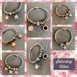 Trop mignons ces petits bracelets avec breloques.... 19€ pièces, à vous de choisir votre préféré ou de mélanger les couleurs et modèles pour habiller votre poignet ❤️❤️❤️❤️ #papilhome #saturdaymood #braceletacierinoxydable #bijouxaddict #dressingroom #boutiquenomade #www.papilhome.com #gujanmestras #bassinarcachon